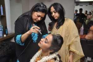 德里化妆师学校