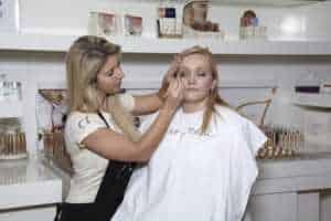 步骤化妆师学校
