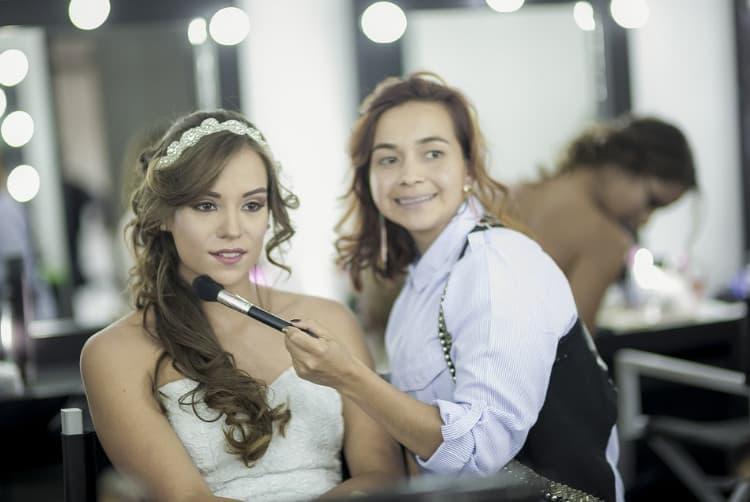 Professional makeup trainer